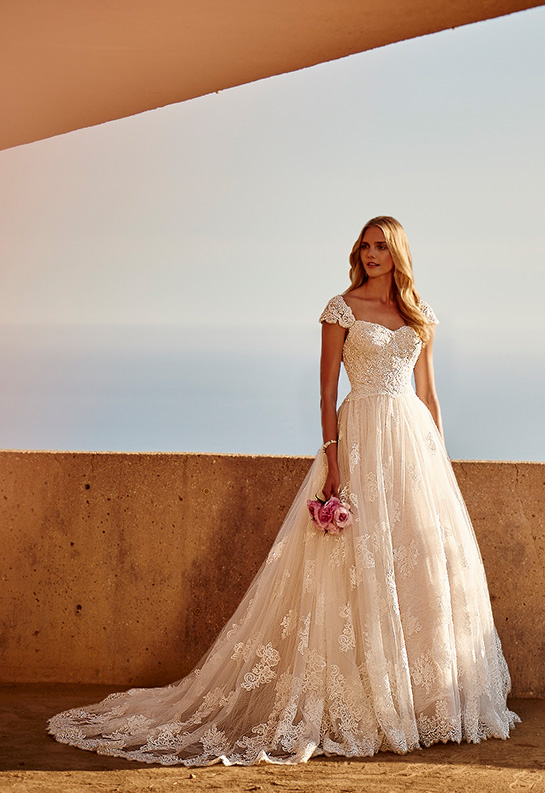 Bride in lace ball gown with cap sleeves and sweetheart neckline