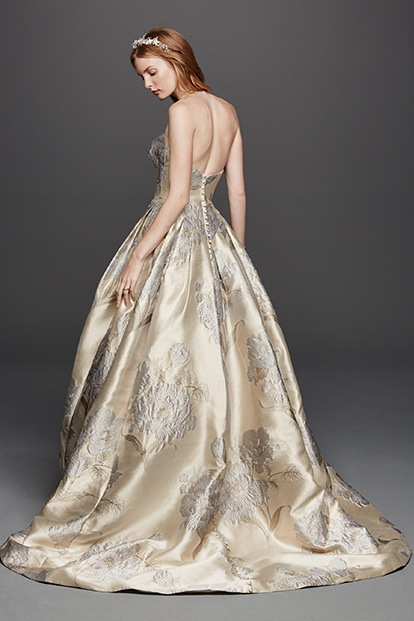 Brides bridal inspiration tips trends 2016 david 39 s for Wedding dress designer oleg cassini