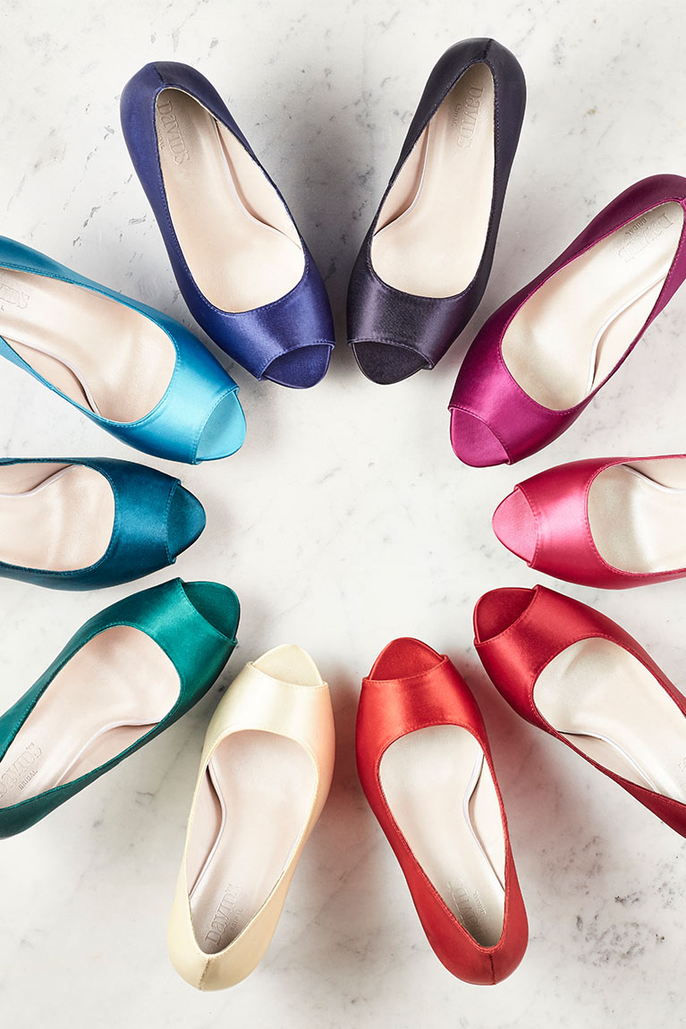 Dyeable shoes in varying colors in a circle