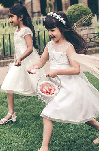 DRESS YOUR FLOWER GIRL