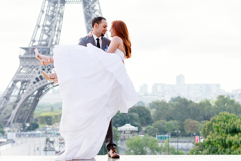 Romantic Wedding in Paris | Husband carry wife in front of the Eiffel Tower