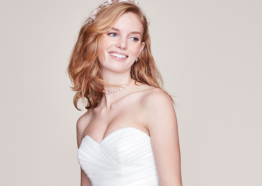Bride wearing sweetheart neckline strapless wedding dress