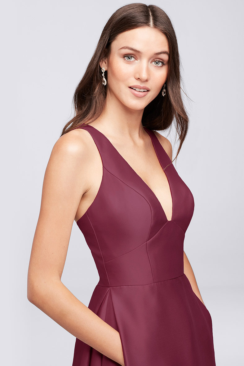 Wine halter dress with clean lines, deep V-neck and pockets