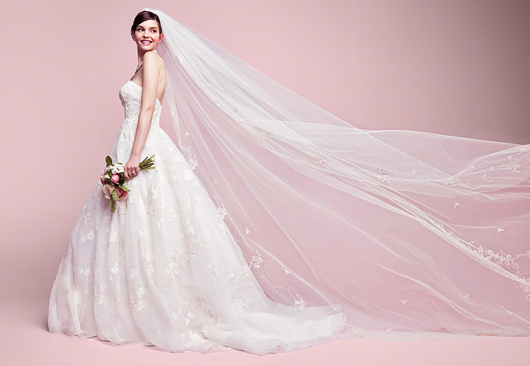 d37eb54461e93 Bridal Veil Guide - Styles, Lengths, Tips & Advice | David's Bridal
